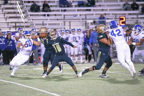 Alexander quarterback Jay Santos completed 54% of his passes for 2,139 yards, 22 touchdowns and just four interceptions last season.