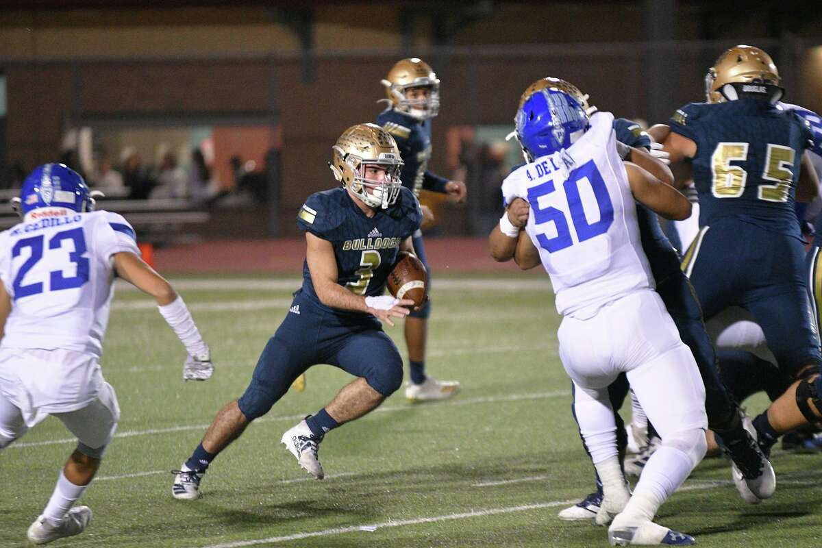 Camilo Pedraza ran for 41 yards and two touchdowns in Alexander's 41-6 win over Del Rio on Friday.