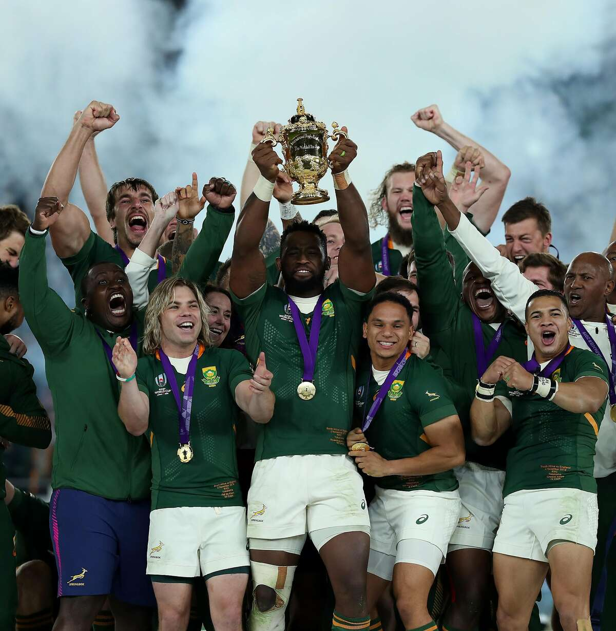YOKOHAMA, JAPAN - NOVEMBER 02: Siya Kolisi, the South Africa captain, celebrates with team mates after their victory during the Rugby World Cup 2019 Final between England and South Africa at International Stadium Yokohama on November 02, 2019 in Yokohama, Kanagawa, Japan. (Photo by David Rogers/Getty Images)