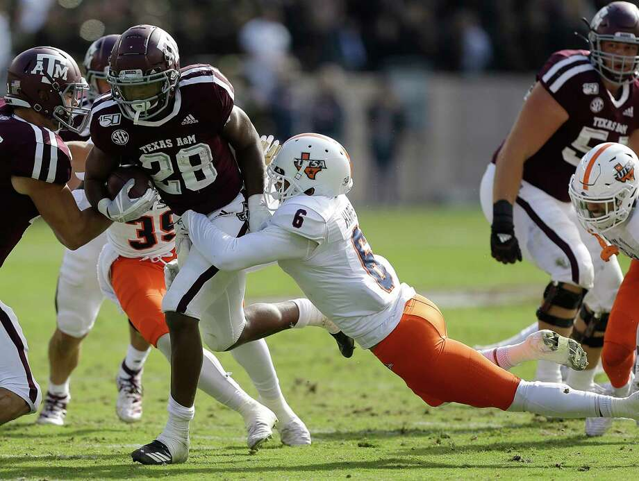COLLEGE STATION, TEXAS - NOVEMBER 02: Isaiah Spiller #28 of the Texas A&M Aggies rushes with the ball as SaVion Harris #6 of the UTSA Roadrunners attempt to make the tackle during the first half at Kyle Field on November 02, 2019 in College Station, Texas. Photo: Bob Levey, Getty Images / 2019 Getty Images
