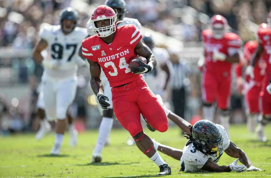 Houston running back Mulbah Car (34) runs runs by Central Florida defensive back Antwan Collier (3) during the first half of an NCAA college football game in Orlando, Fla., Saturday, Nov. 2, 2019. (Photo/Willie J. Allen Jr.) Photo: Willie J. Allen Jr., Associated Press / Copyight 2019 The Associated Press. All rights reserved.