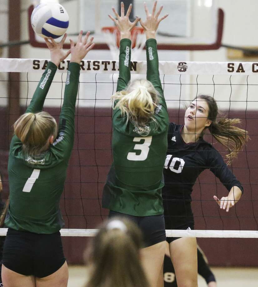 San Antonio Christian's Lindsey Nelson (10), shown here in a match vs. Houston Lutheran South, and the rest of the Lions advanced to the TAPPS 5A state volleyball tournament for the third straight season with Saturday's win over Victoria St. Joseph. Photo: Tom Reel / 2019 SAN ANTONIO EXPRESS-NEWS