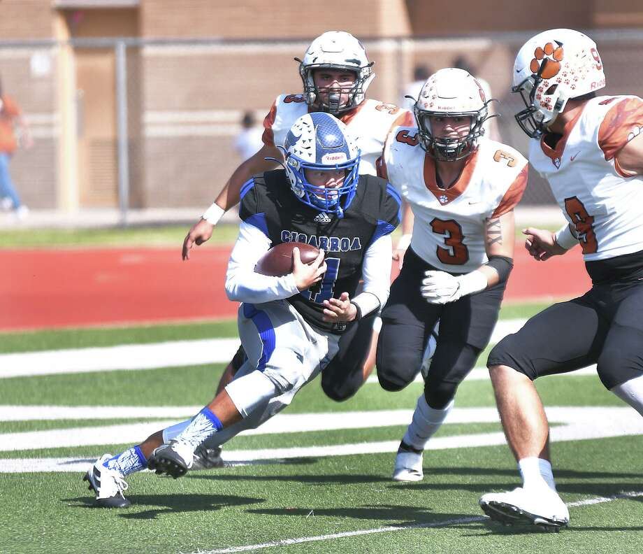 Hector Solis threw for 48 yards and ran for 73 yards in Cigarroa's 48-7 loss to Mercedes on Saturday. Photo: Cuate Santos /Laredo Morning Times / Laredo Morning Times