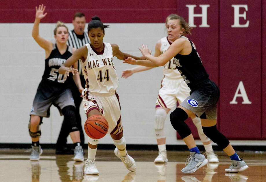Magnolia West power forward Kamryn Jones (44) goes after a loose ball during the first quarter of a Region III-5A high school area basketball playoff game at Hearne High School, Friday, Feb. 15, 2019, in Hearne. Photo: Jason Fochtman, Houston Chronicle / Staff Photographer / © 2019 Houston Chronicle
