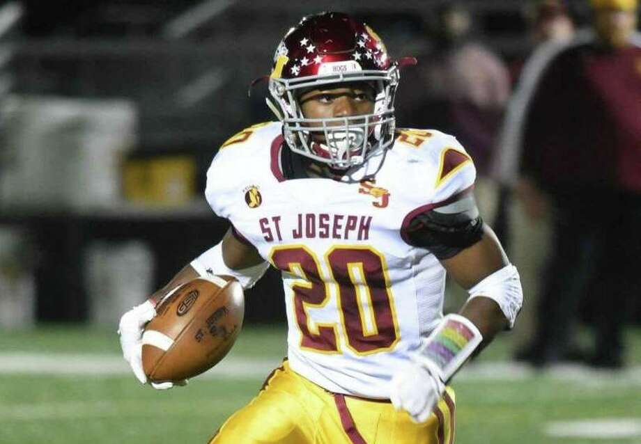 Jaden Shirden ran for 154 yards and two touchdown when the Hogs defeated Warde. Photo: Dave Stewart / Hearst Connecticut Media / Trumbull Times