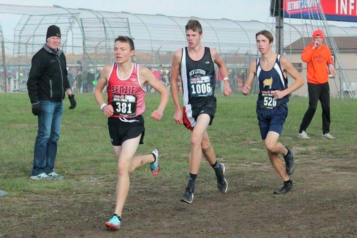 Hunter Jones runs at the head of the pack early in this championship performance at state finals. (Photo/Robert Myers)