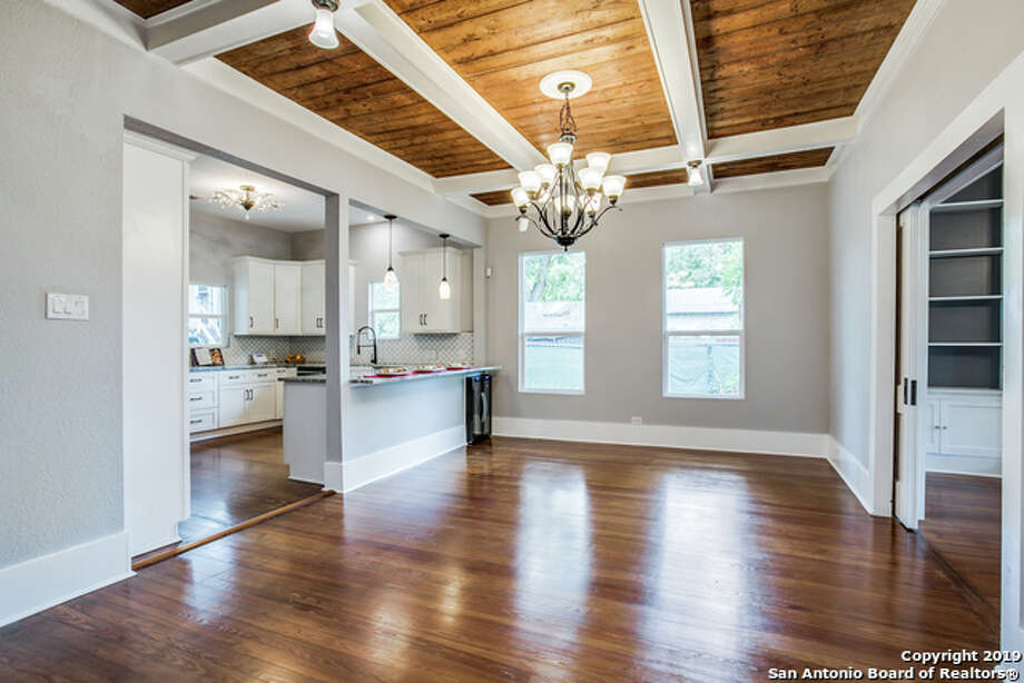 1824 W Woodlawn Ave San Antonio, TX 78201 4 Bedrooms, 3 Full Bath Listing Agent: Misty Garbo Listing Broker: First Texan Realty Group LLC Photo: SABOR / Shoot2Sell Photography