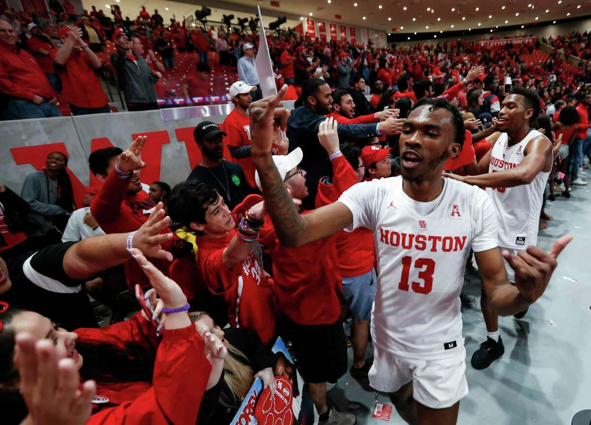 De'Jon Jarreau, celebrating with fans after UH clinched the AAC regular season title last March, returns this season for a Cougars team that may play a different style than last season but with same expectations.