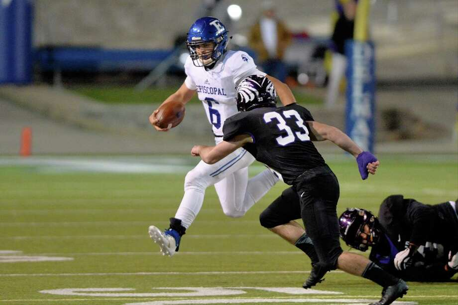 Nick Mayberry (6) of Episcopal carries the ball on a quarterback keeper in the first quarter of the SPC Class 4A Championship football game between the Episcopal Knights and the Kinkaid Falcons on Saturday, November 10, 2018 at Delmar Stadium, Houston, TX. Photo: Craig Moseley, Houston Chronicle / Staff Photographer / ©2018 Houston Chronicle