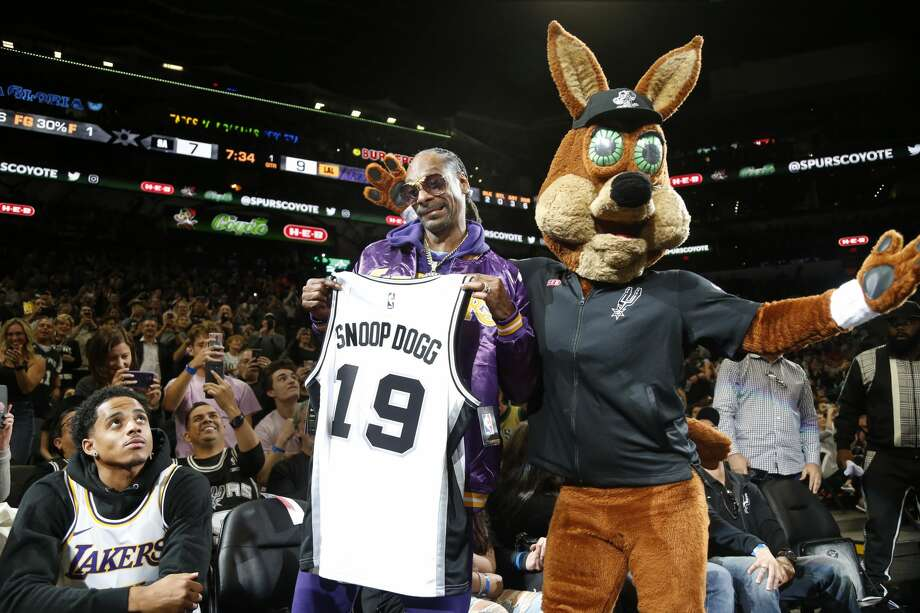 SAN ANTONIO,TX - NOVEMBER 03:  Snoop Dogg reacts after being given a spurs t-shirt by San Antonio Spurs Coyote at AT&T Center on November 03, 2019 in San Antonio, Texas.  NOTE TO USER: User expressly acknowledges and agrees that , by downloading and or using this photograph, User is consenting to the terms and conditions of the Getty Images License Agreement. (Photo by Ronald Cortes/Getty Images) Photo: Getty Images