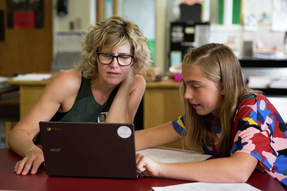 Rosie Strickland shows off her schoolwork to her mother Amy Strickland at Roton Middle School in Norwalk. Photo: Chris Palermo / For Hearst Connecticut Media / Norwalk Hour Freelance