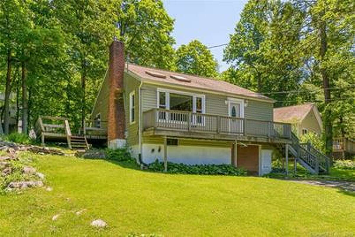61 Lakeview Drive in Ridgefield.
