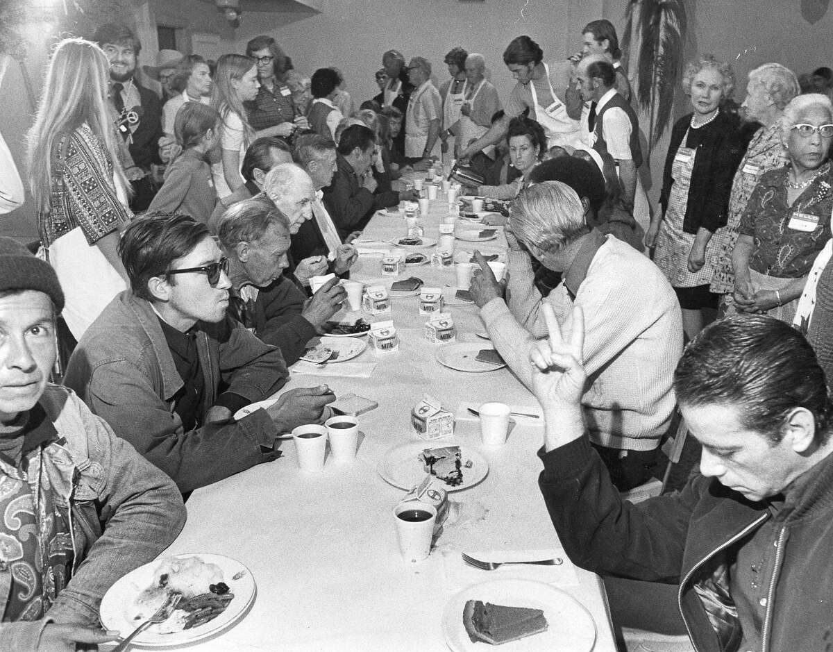 Thanksgiving meal at the Salvation Army's Harbor Light Center, November 25, 1971 Photo ran 11/26/1971, P. 5