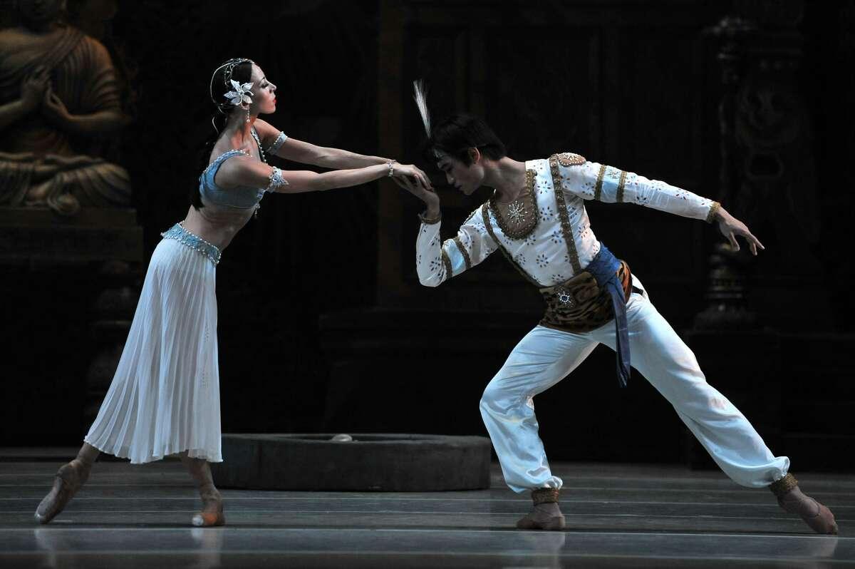 LONDON, ENGLAND - AUGUST 10: Viktoria Tereshkina as Nikiya and Kimin Kim as Solar in the Mariinsky Ballet's production of Marius Petipa's La Bayadere at The Royal Opera House on August 10, 2017 in London, England. (Photo by Robbie Jack/Corbis via Getty Images)