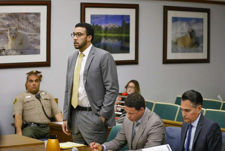 Kellen Winslow Jr. speaks at a June court hearing in Vista (San Diego County). Photo: Howard Lipin / Associated Press
