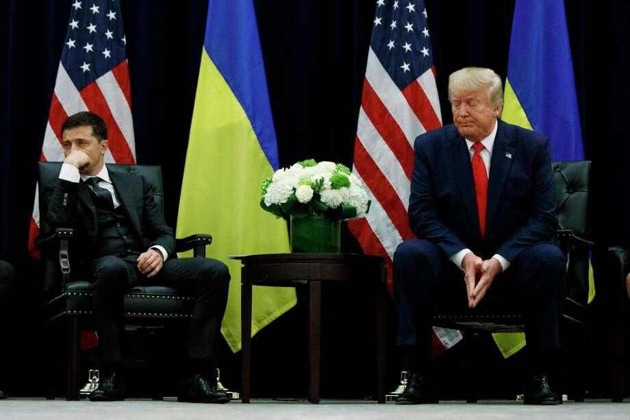 Donald Trump (derecha) y el presidente de Ucrania, Volodymyr Zelenskiy, durante un encuentro en el hotel InterContinental Barclay de Nueva York del miércoles 25 de septiembre de 2019. Photo: Evan Vucci /Associated Press / Copyright 2019 The Associated Press. All rights reserved.