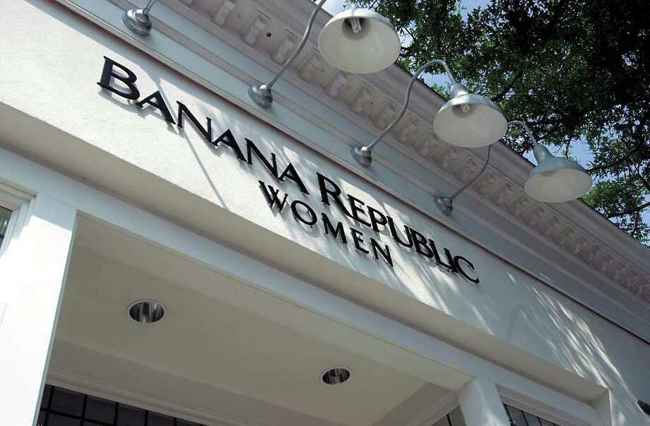 Greenwich, Aug. 17, 2001.  The Banana Republic on Greenwich Ave.  Calypso, an island-style clothing chain with 50 stores, is opening a store at 254 Greenwich Ave. in a subdivided space where Banana Republic once was located. Photo/Helen Neafsey color. Photo: Helen Neafsey / Greenwich Time