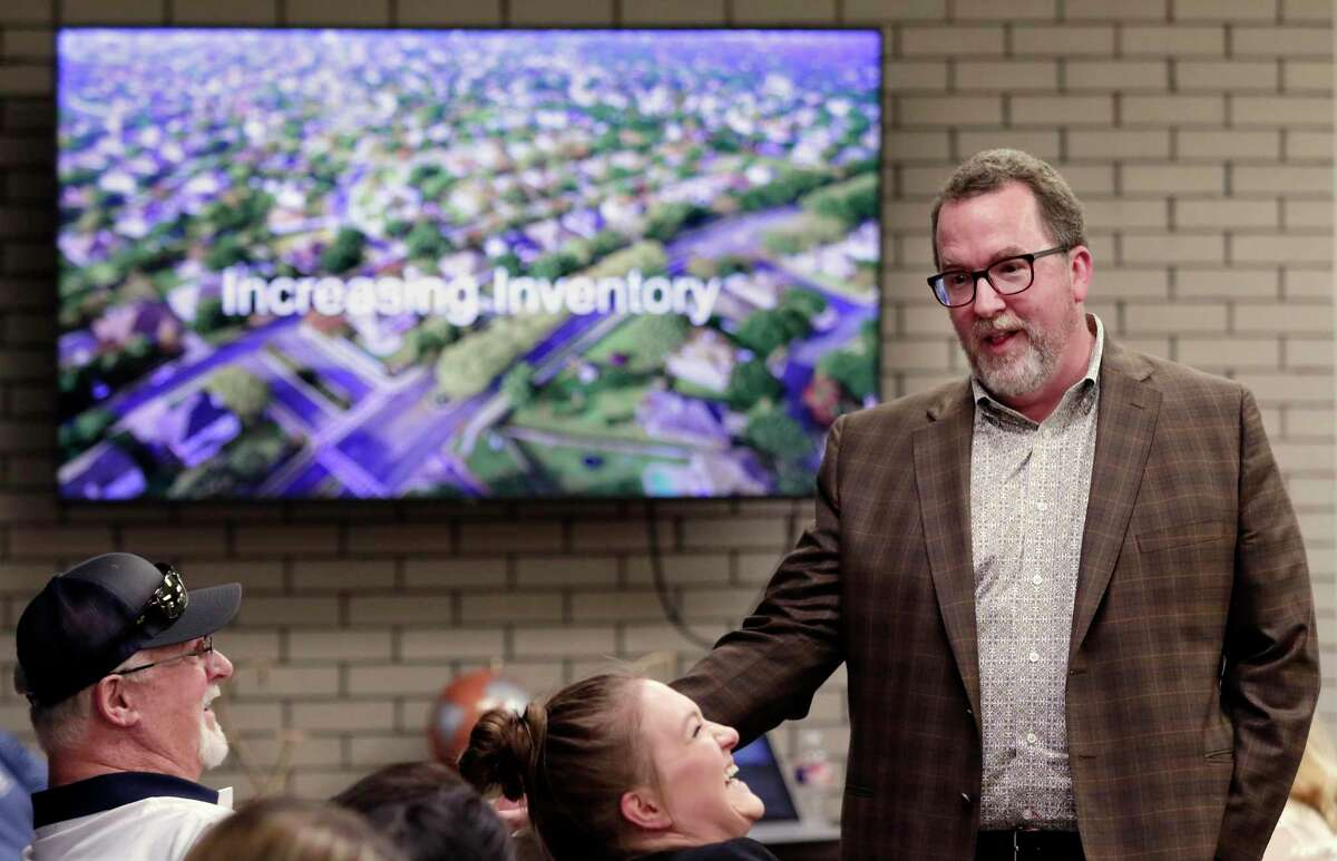 """Cleve Gaddis, a master coach with Workman Success Systems, gives a 15 minute Ted Talk style presentation for employees and realtors during an """"Open Mic"""" best practices meeting at the office of CB&A Realtors Tuesday, Sept. 17, 2019 in The Woodlands, TX."""