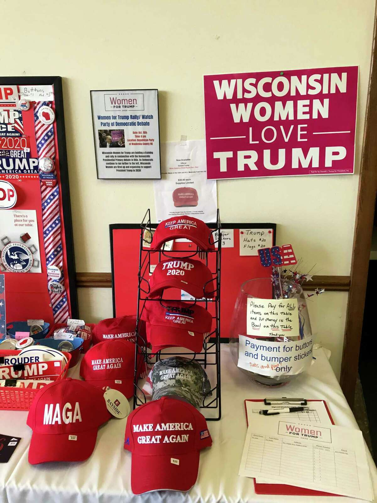 At Republican headquarters in Waukesha County, Wis., the party is trying to court female voters.