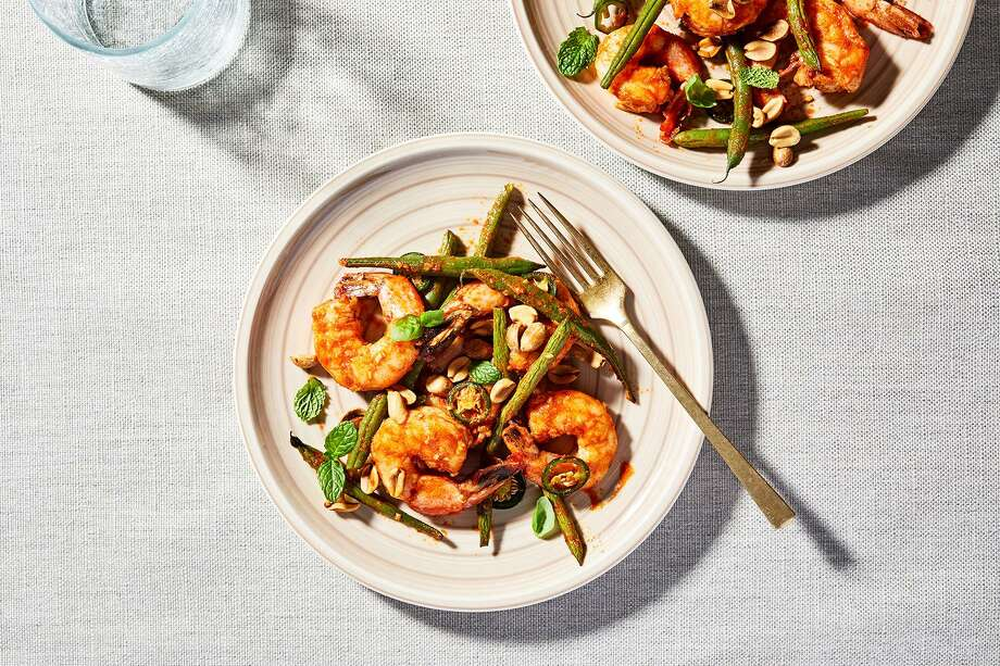 Thai Seasoned Roasted Shrimp with Green Beans, Chile, Peanuts and Herbs Photo: Stacy Zarin Goldberg / For The Washington Post / For The Washington Post