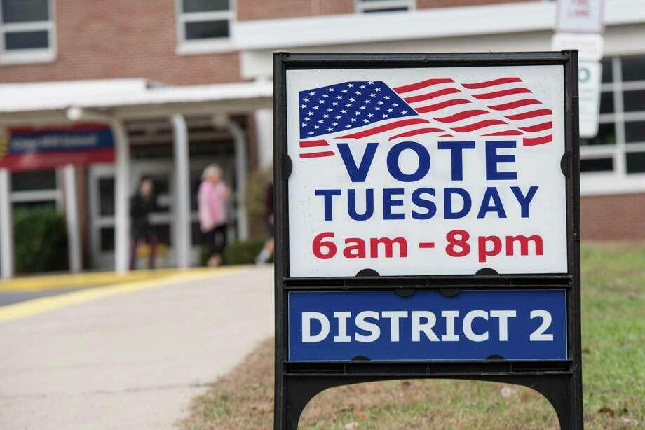 Wilton residents voice their political preferences. Photo: Bryan Haeffele / Hearst Connecticut Media / Hearst Connecticut Media