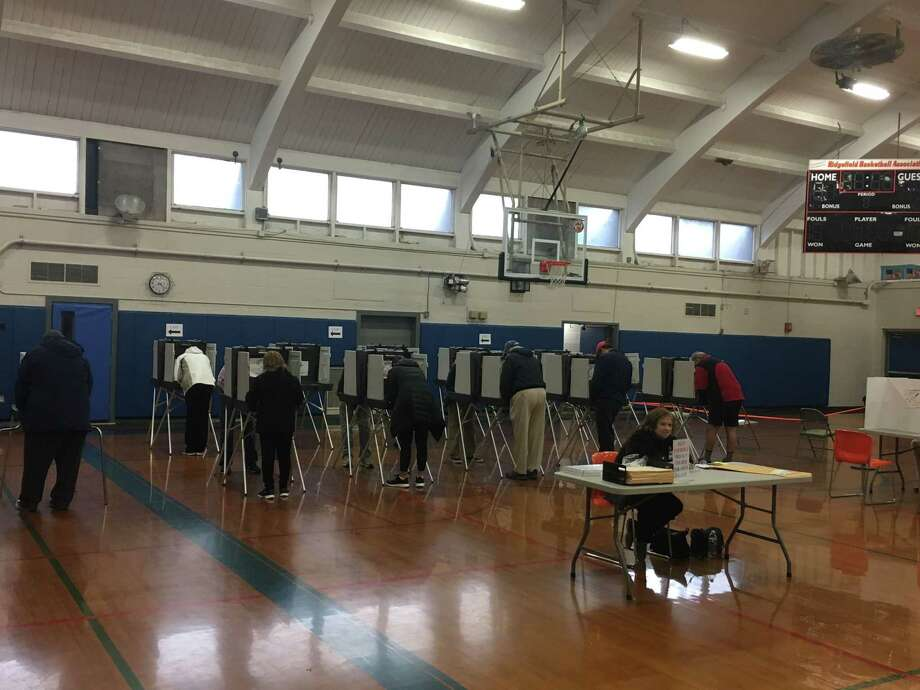 Ridgefield voters cast their ballots early Tuesday morning at Yanity gym. Photo: Stephen Coulter / Hearst