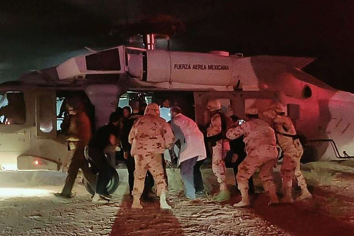 Handout picture released by the Health Secretary of Sonora state press office showing Medical personnel of the Health Secretary and of the Mexican Air Force transfering five members of the Lebaron family after being injured during an gunmen ambush in the limits of Sonora and Chihuahua in Hermosillo, Mexico, on November 5, 2019. - US President Donald Trump offered Tuesday to help Mexico