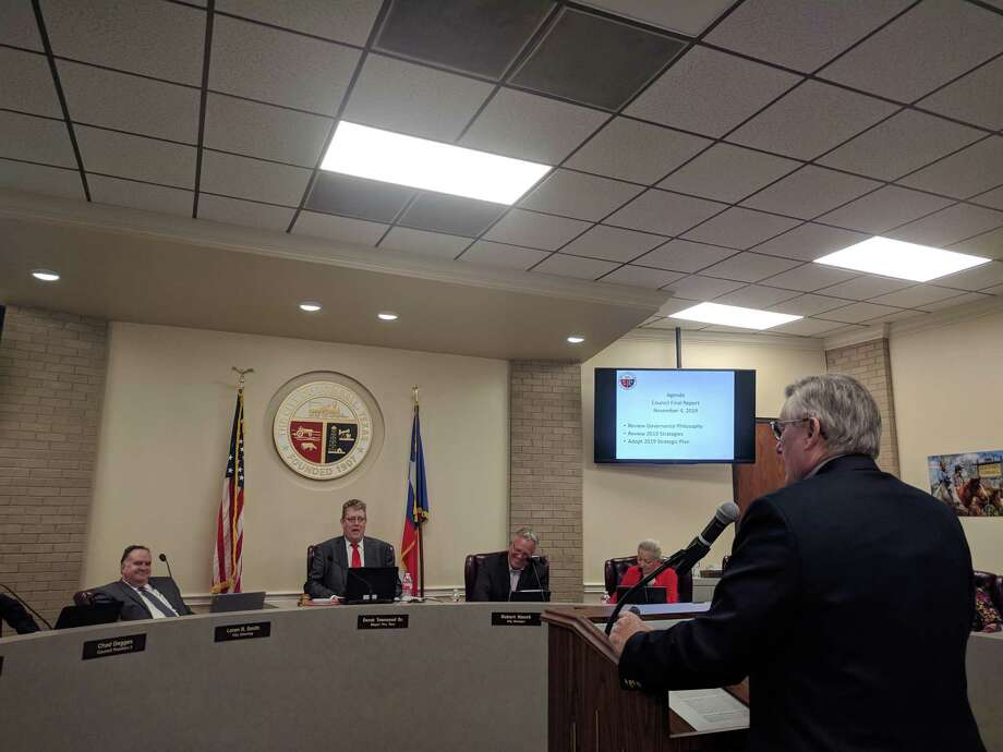 Consultant Ron Cox talks with Tomball City Council members about the updated strategic plan. The plan outlines goals and strategies the city expects to focus on through 2023. Photo: Paul Wedding