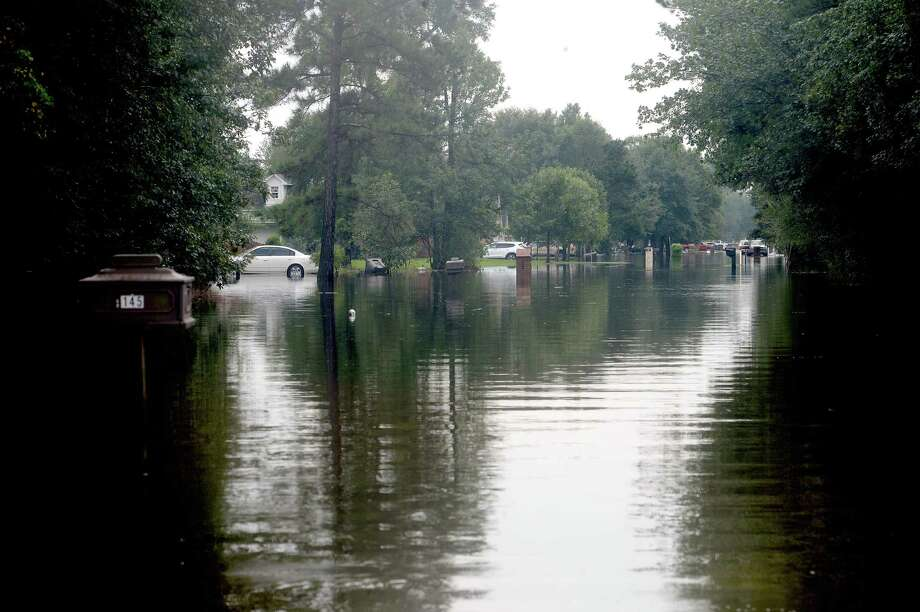 Lexington Road in Vidor still had over a foot of water in places as families got into the process of recovery from Imelda's torrential rains and flooding begins throughout the region Friday. Photo taken Friday, September 20, 2019 Kim Brent/The Enterprise Photo: Kim Brent / The Enterprise / BEN