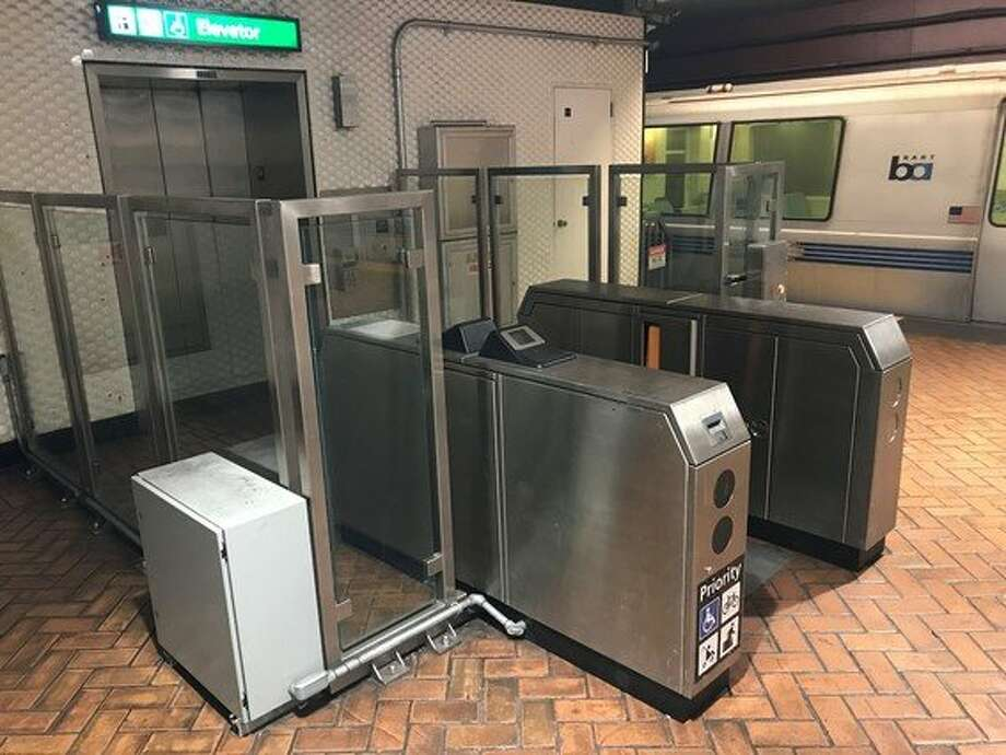 BART has installed a new platform-level gate at the Montgomery Station downtown to prevent fare evaders from entering through elevators. Photo: BART