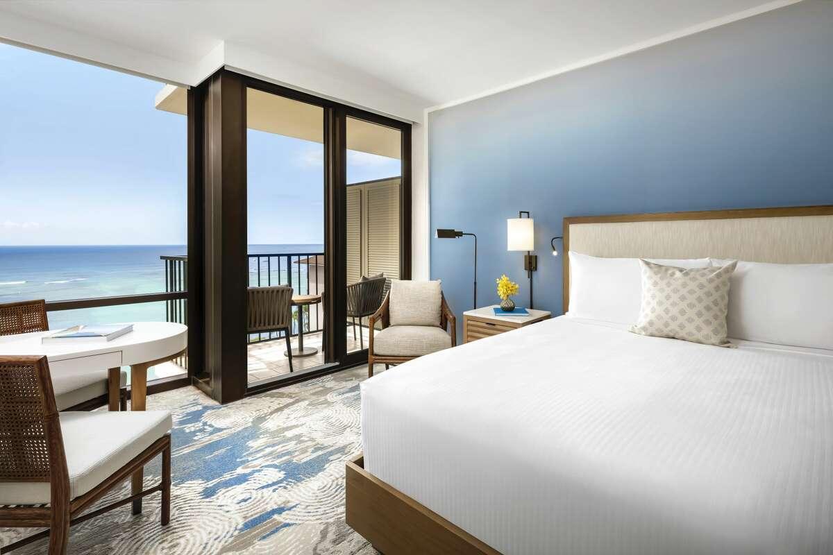 The Halepuna Waikiki by Halekulani offers big bright rooms with ocean views