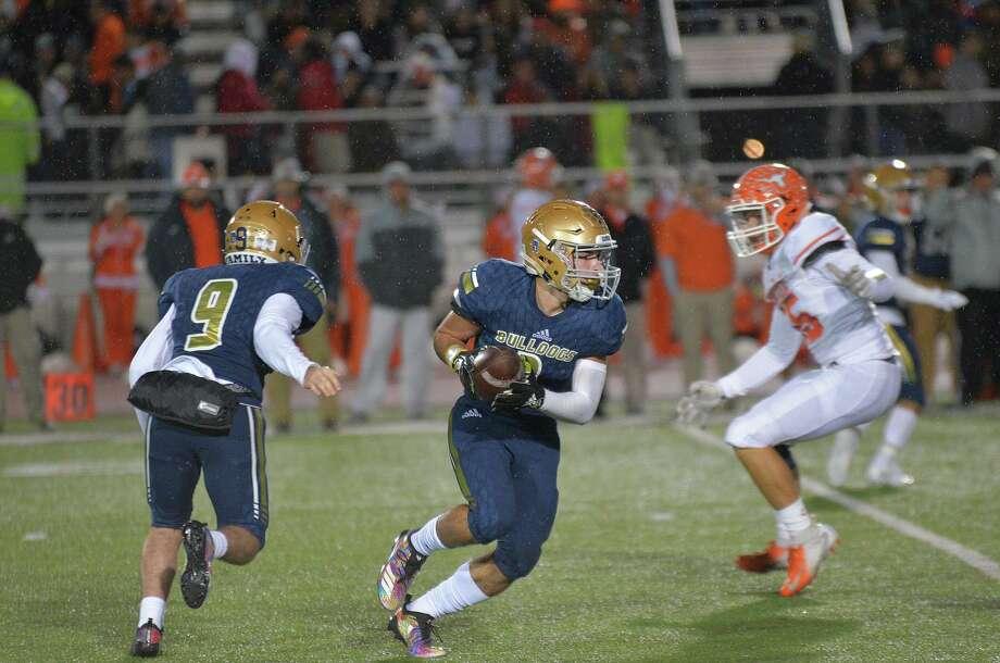 Alexander running back Camilo Pedraza has 22 touchdown runs this season. Photo: Cuate Santos /Laredo Morning Times / Laredo Morning Times