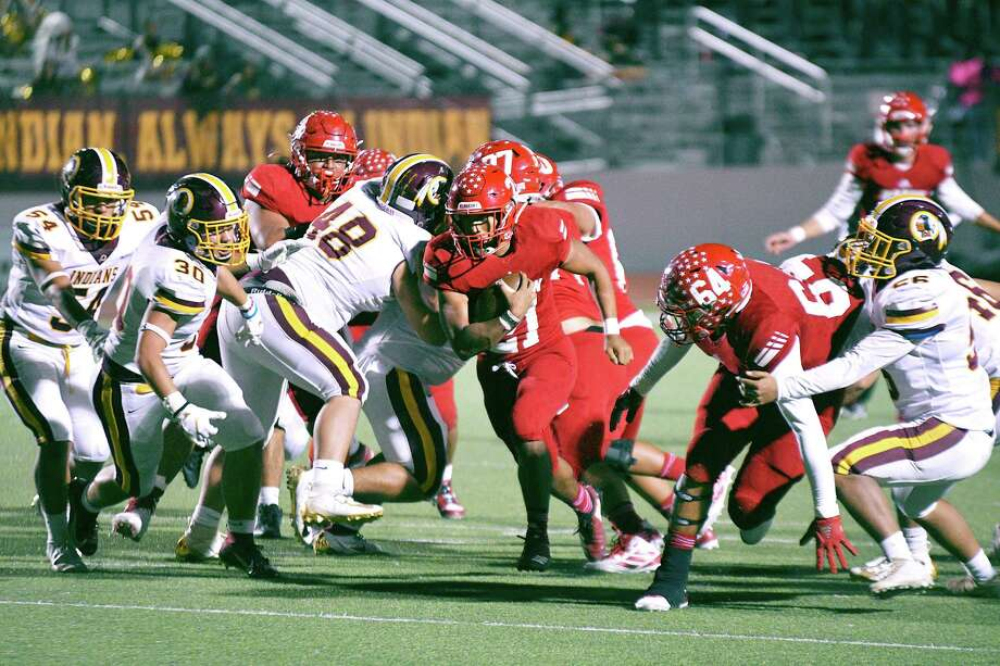 Angel Salazar rushed for 143 yards and four touchdowns in Martin's 63-48 victory over Harlandale Friday at Shirley Field. He helped the Tigers reach 531 total yards. Photo: Cuate Santos /Laredo Morning Times / Laredo Morning Times
