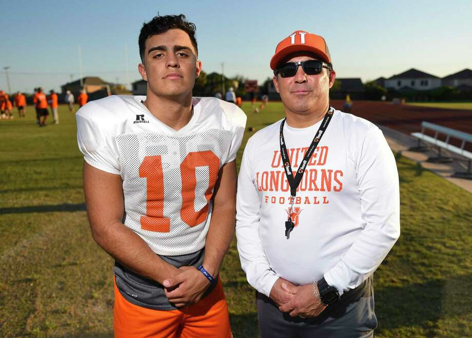 Wayo Huerta (left) and Eddie Huerta (right) are nearing their final regular season game together as a son/coach tandem. Photo: Danny Zaragoza /Laredo Morning Times / Laredo Morning Times