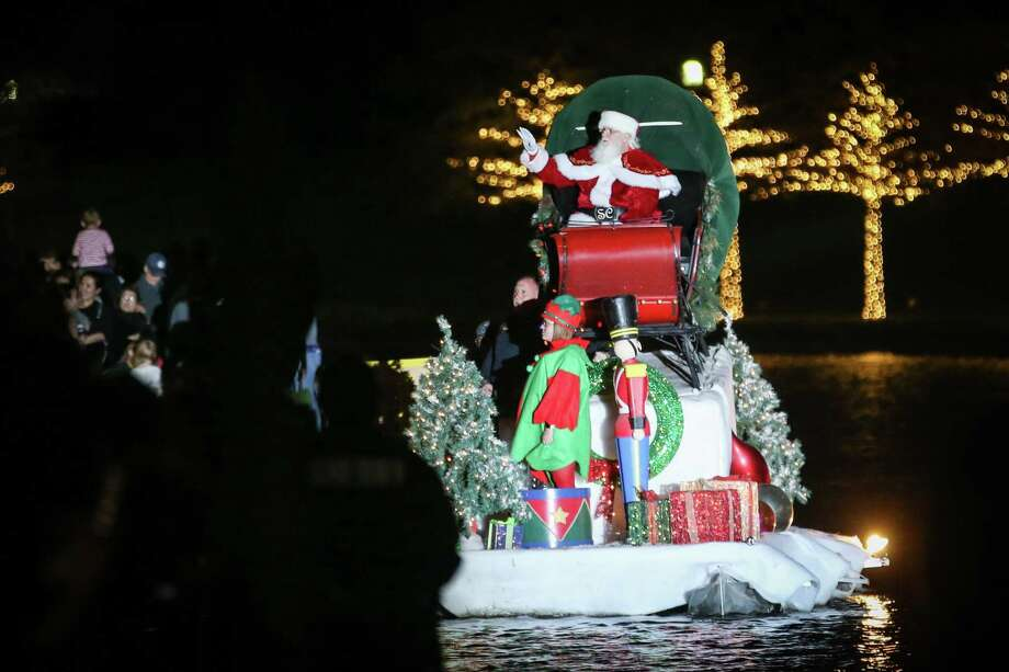 Santa sails down The Woodlands Waterway during the Lighting of the Doves event on Saturday, Nov. 18, 2017, at Town Green Park. Photo: Michael Minasi, Staff Photographer / Houston Chronicle / © 2017 Houston Chronicle