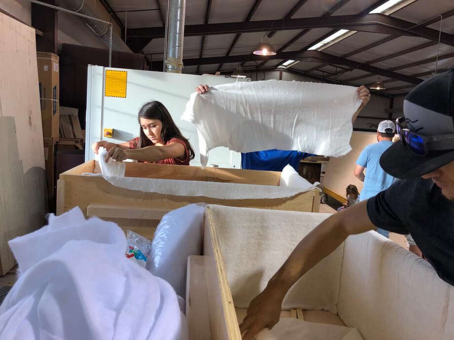 Residents of La Mora build coffins for community members who were killed in the attacks. Photo: Washington Post Photo By Kevin Sieff / The Washington Post
