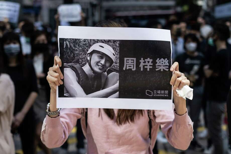 A demonstrator holds a photo of Chow Tsz-lok during a protest in Hong Kong on Nov. 8, 2019. Photo: Bloomberg Photo By Justin Chin / Bloomberg