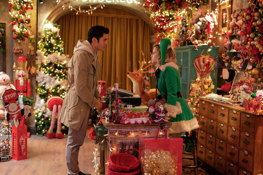 """Tom (Henry Golding) and Kate (Emilia Clarke) in """"Last Christmas."""" Photo: Jonathan Prime/Universal Picture / © 2019 Universal Studios"""