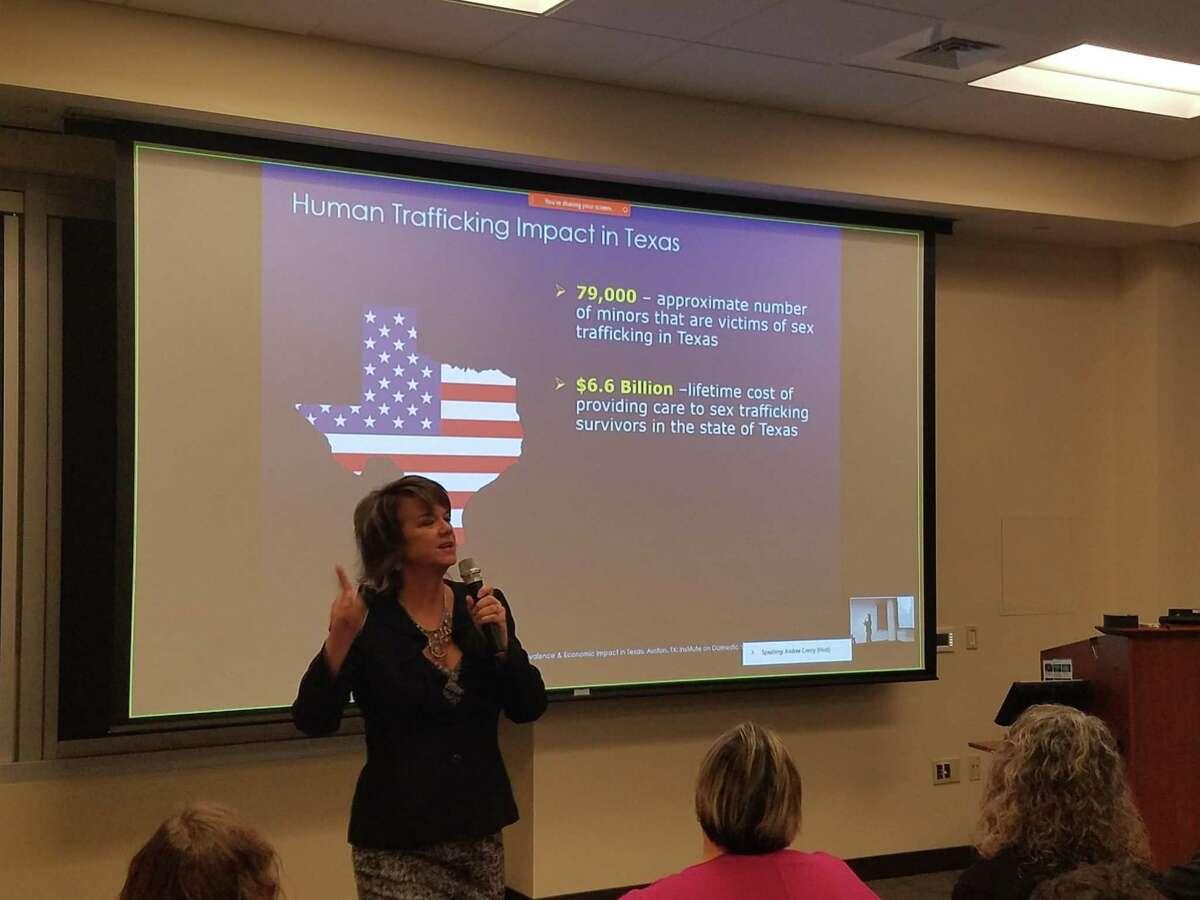 Kelly Litvak, Executive Director of Childproof America, discusses the dangers of online predators.