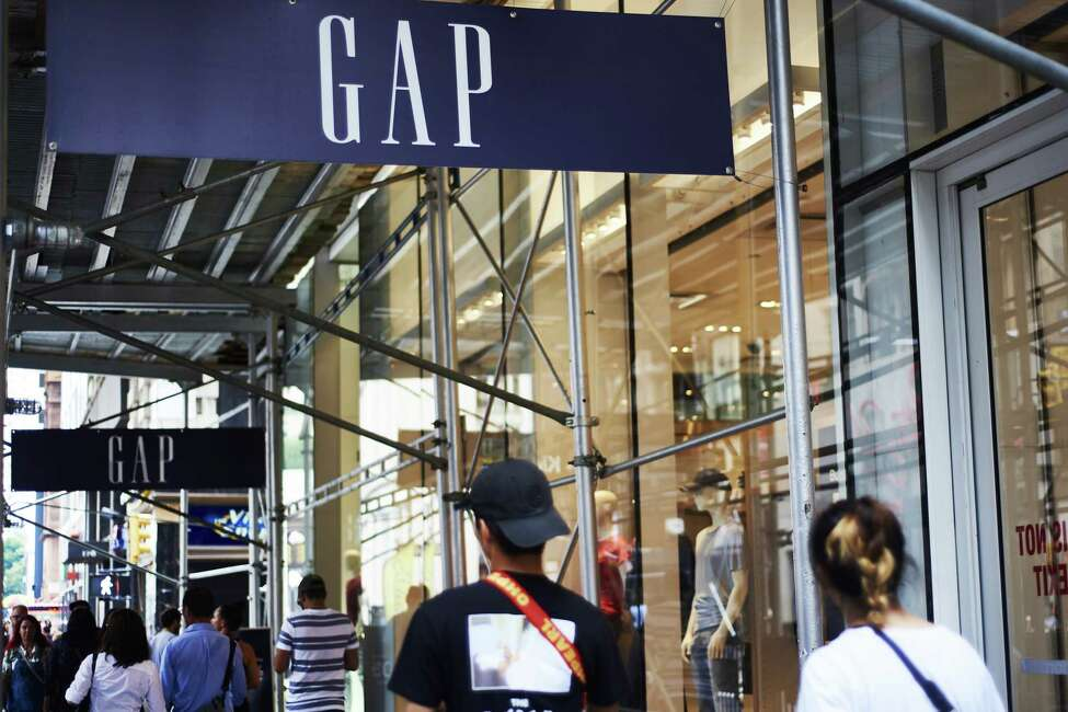 Pedestrians pass in front of a Gap Inc. store in New York, U.S., on Sunday, Aug. 12, 2018. Gap Inc. is scheduled to release earnings on August 23. Photographer: Gabby Jones/Bloomberg