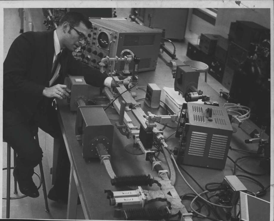 Dr. Albert Armstrong, Rensselaer Research Corp., New York - high power microwave test facility for microwave components. November 1969 (Times Union Archive) / Times Union