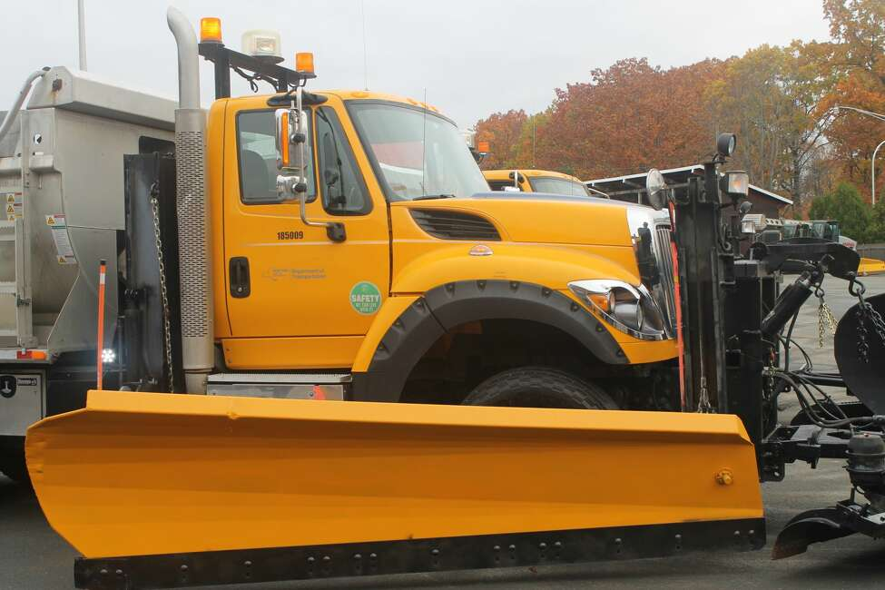 Secondary blades can be lifted and lowered using levers in the truck.