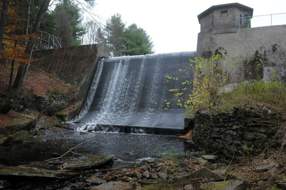 The Great Hill Reservoir Dam, on Fourmile Brook in Seymour Photo: Ned Gerard / Hearst Connecticut Media / Connecticut Post