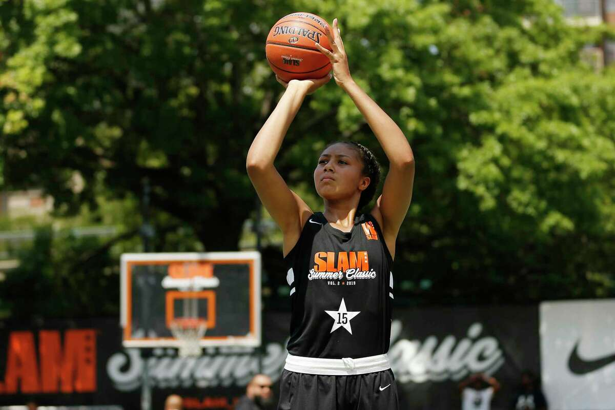 NEW YORK, NEW YORK - AUGUST 18: Amari Deberry #15 of Team Next in action during the SLAM Summer Classic 2019 girls game at Dyckman Park on August 18, 2019 in New York City. (Photo by Michael Reaves/Getty Images)