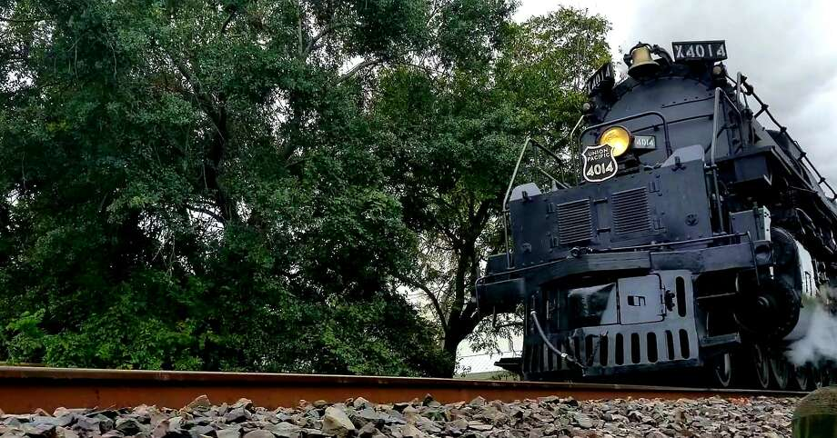 Union Pacific's No. 4014 steam locomotive travels through the First Ward Friday Nov. 8, 2019, on its way to Spring. Photo: J.R. Gonzales / Chronicle