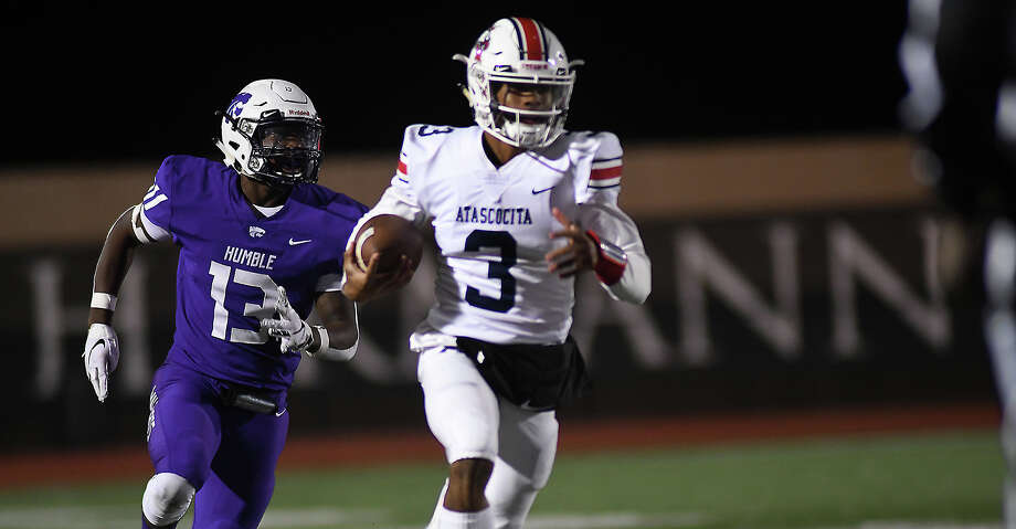 Atascocita senior quarterback Brice Matthews (3) outruns Humble sophomore linebacker Jermon Williams (13) to the end zone on his first quarter touchdoown run early in their District 22-6A matchup at Turner Stadium in Humble on Nov. 8, 2019. Photo: Jerry Baker/Contributor