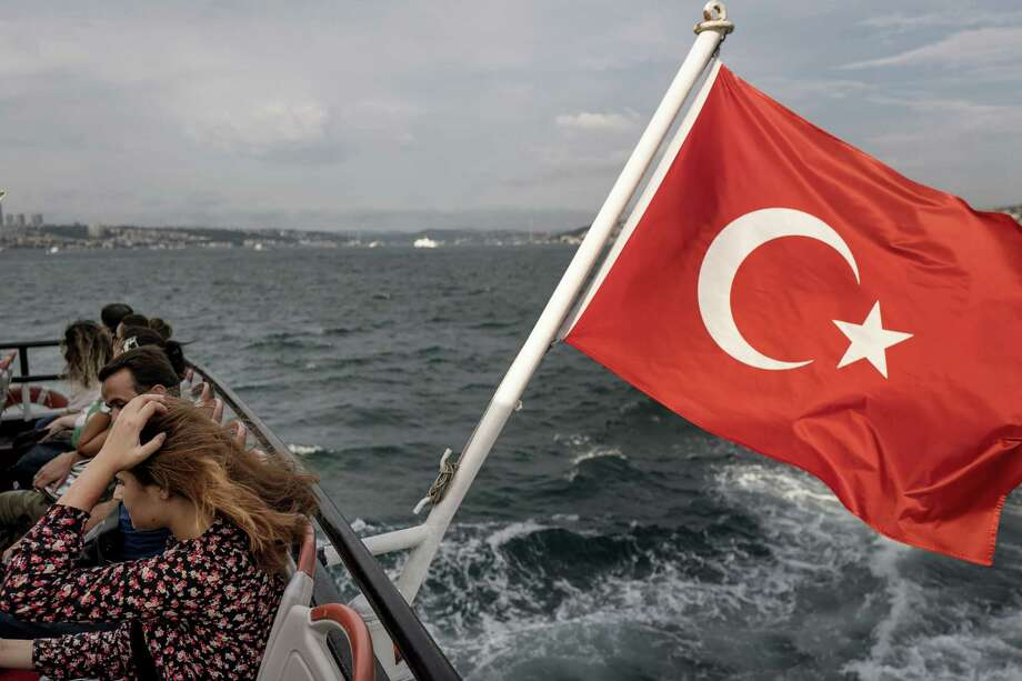 City commuters cross the Bosporus Strait on a passenger ferry flying Turkey's national flag from its stern in Istanbul on Aug. 17, 2018. Photo: Bloomberg Photo By Ismail Ferdous. / © 2018 Bloomberg Finance LP