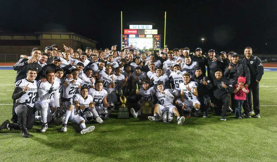 United South completed an undefeated district season Friday at the SAC beating rival LBJ 42-3 to earn its first outright district title in program history. Photo: Danny Zaragoza /Laredo Morning Times