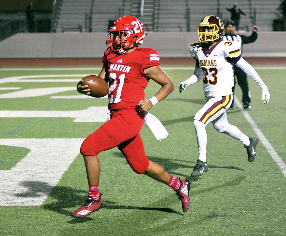 Martin running back Angel Salazar scores a touchdown during a Nov. 1, 2019 game at Shirley Field against Harlandale. Photo: Cuate Santos / Laredo Morning Times / Laredo Morning Times