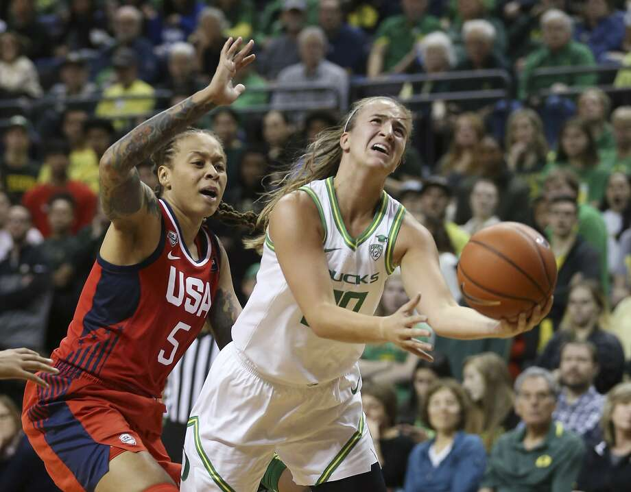 Sabrina Ionescu and No. 1 Oregon stun US women's national team